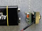 Größenvergleich 9V-Batterie + Videosender mit ca. 400mtr. Reichweite