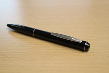 Voll funktionsfähiger Kugelschreiber mit eingebauter Wanze